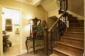 美式田园楼梯精美装修设计