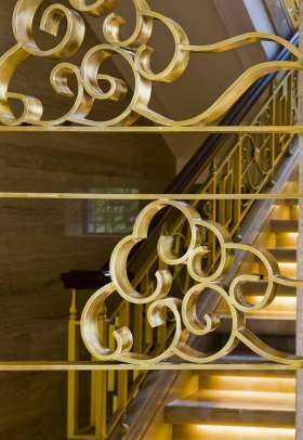 欧式烫金楼梯装修设计