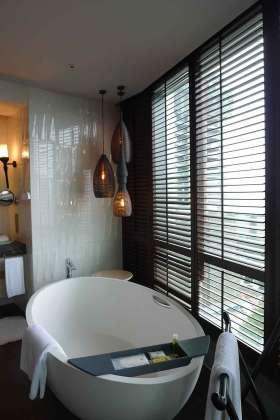 中式窗明几净卫生间装修效果图