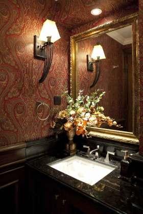 中式红色高雅卫生间装修效果图