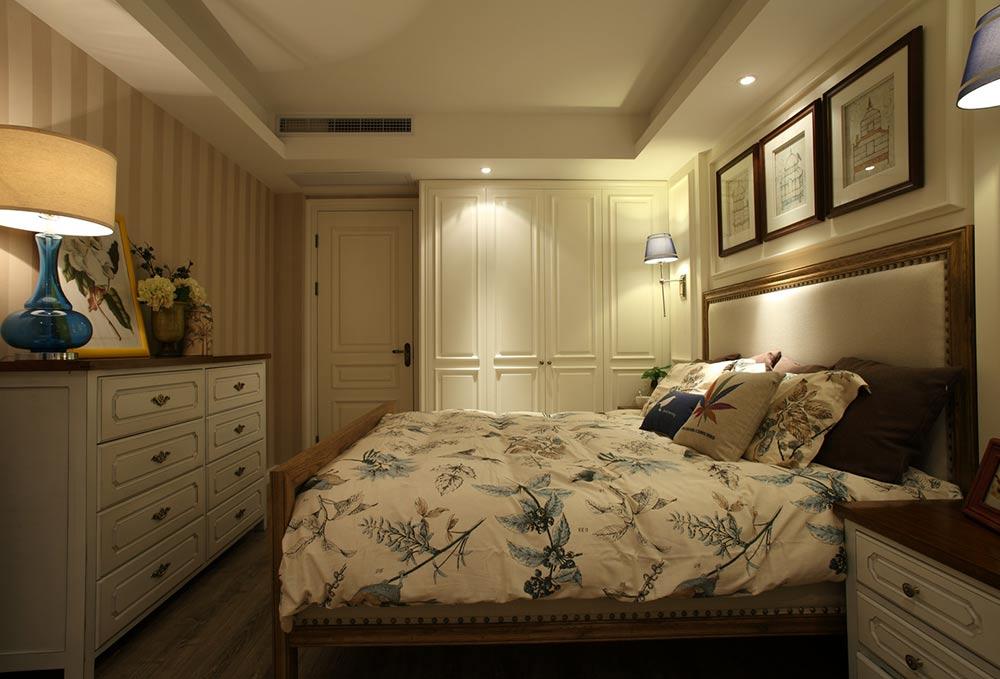 美式米色卧室装修效果图