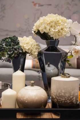现代客厅茶几摆设装饰效果图