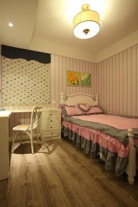 新古典主义家装粉嫩儿童房设计
