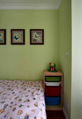 清爽绿色简约风背景墙装饰布置