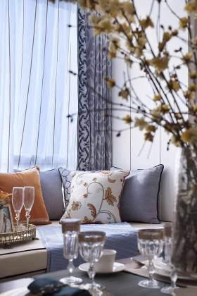 清爽新古典风格飘窗装饰布置