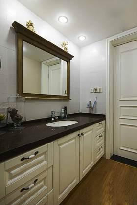 复古元素美式浴室柜装修效果图