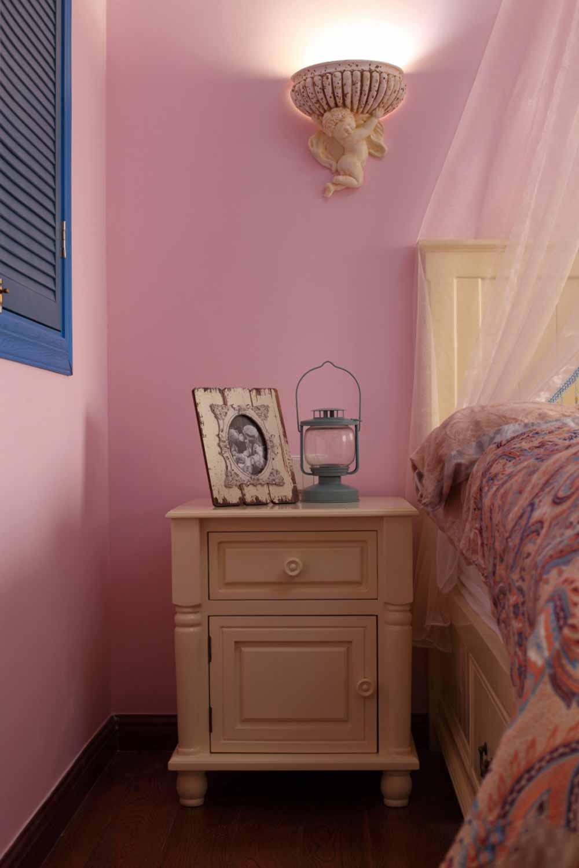欧式梦幻卧室局部装潢效果图