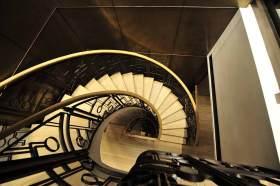 现代商务气质大气楼梯装饰布置