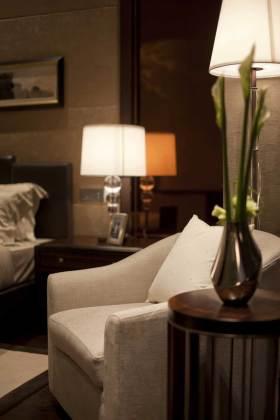 新古典风格花瓶展示