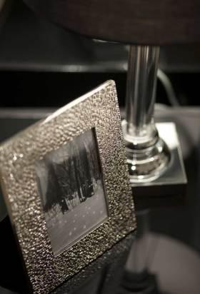 时尚现代欧式卧室相框展示