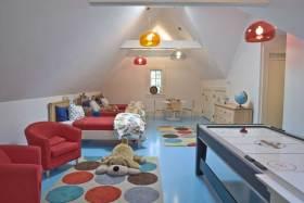 明亮多彩简约风儿童房创意布置