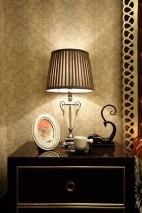 现代新古典床头灯装修效果展示