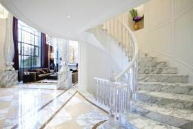 新古典时尚楼梯设计装潢