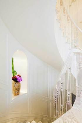 舒适新古典风格楼梯装潢