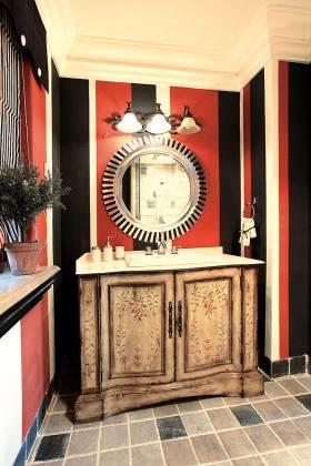 精致时尚新古典卫生间装修案例