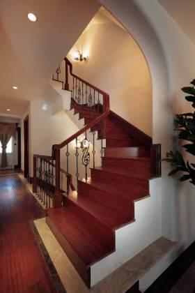 优雅大方美式楼梯设计案例