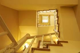 古朴简欧风格楼梯设计