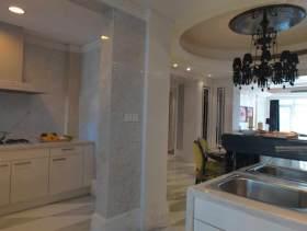 白色纯净欧式厨房设计
