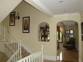 温馨简欧风格楼梯过道设计