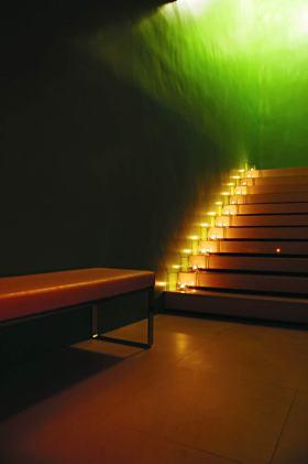 现代时尚楼梯装修效果图