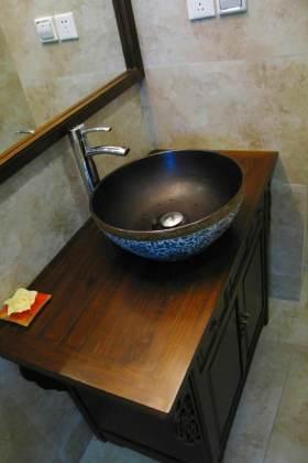 中式典雅卫生间洗手池布置