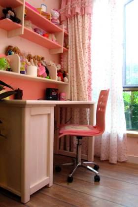 粉色可爱现代风格儿童书房设计展示