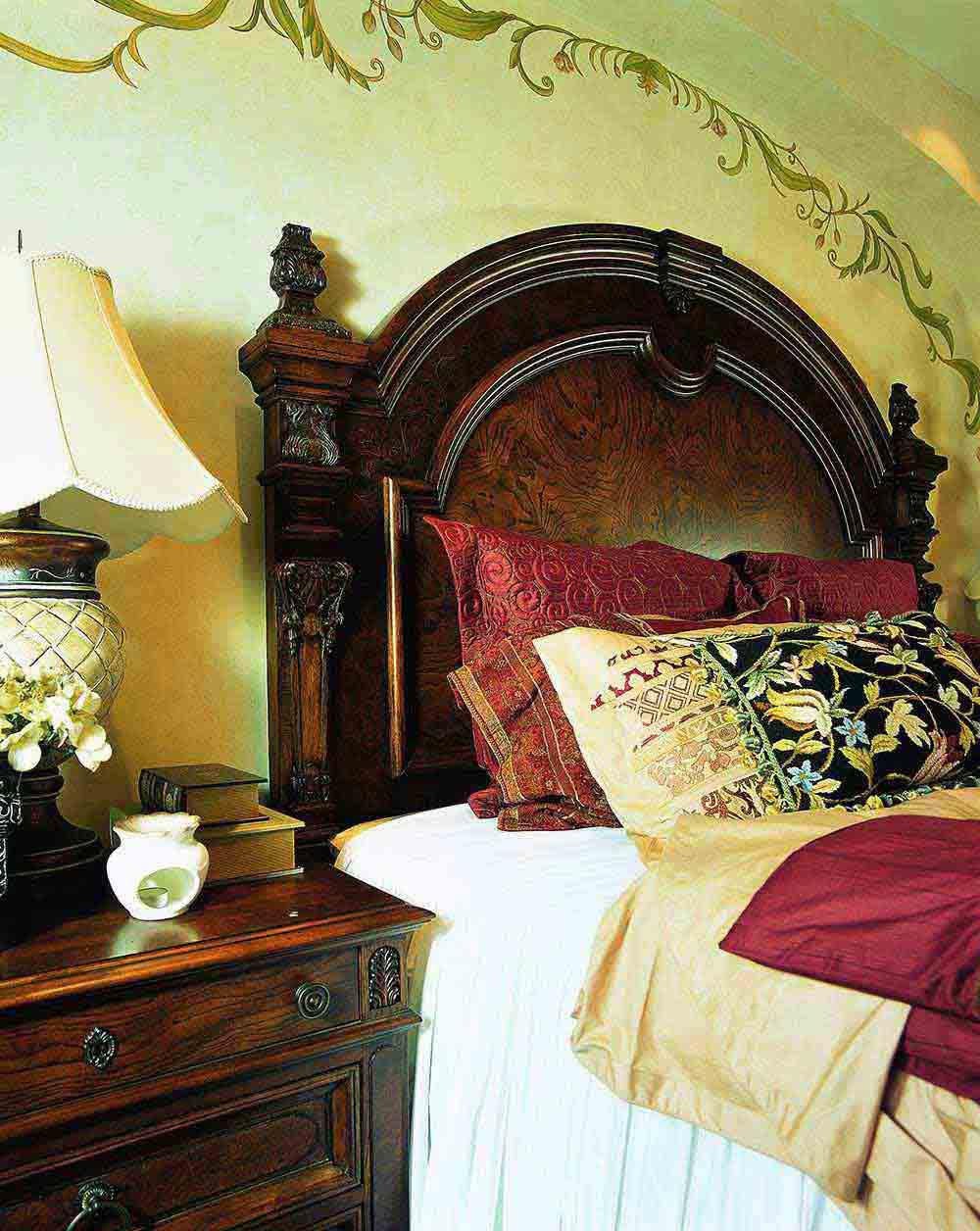 中世纪欧式精美华丽卧室装修局部展示