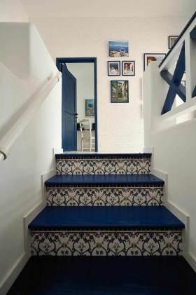 蓝色清爽欧式精致楼梯设计