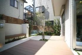 清新现代别墅花园阳台布置欣赏