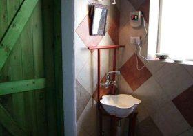 简洁现代工业风卫生间设计