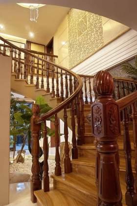 中式旋转式楼梯装潢欣赏