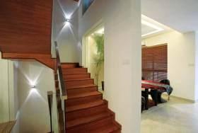 新中式原木楼梯装修图片