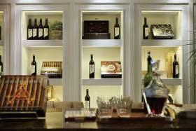 美式风格酒柜陈列设计