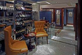 美式豪华酒柜装修设计