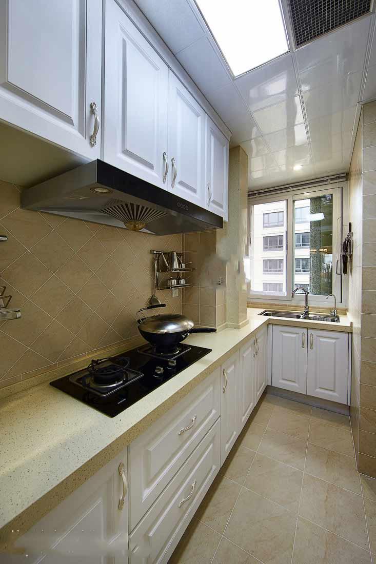 歐式細長型廚房裝修效果圖片