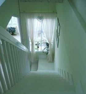 田园小复式白色楼梯设计