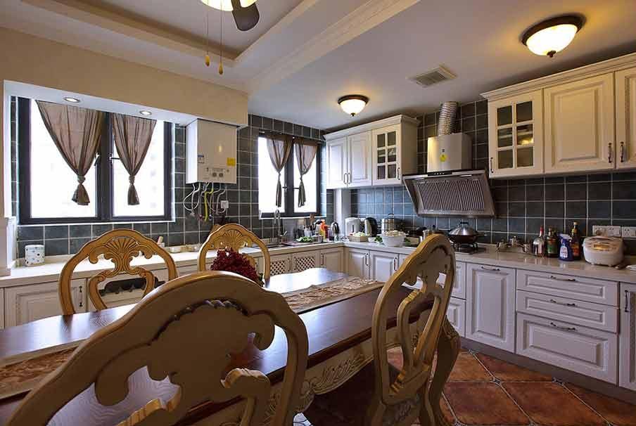 欧式黄色厨房装修布置