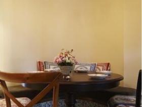 新古典原木色餐厅装饰设计