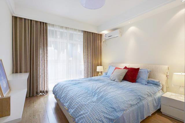 素色安静的卧室空间,柔软的床品,让睡眠质量得到了很大的提高。