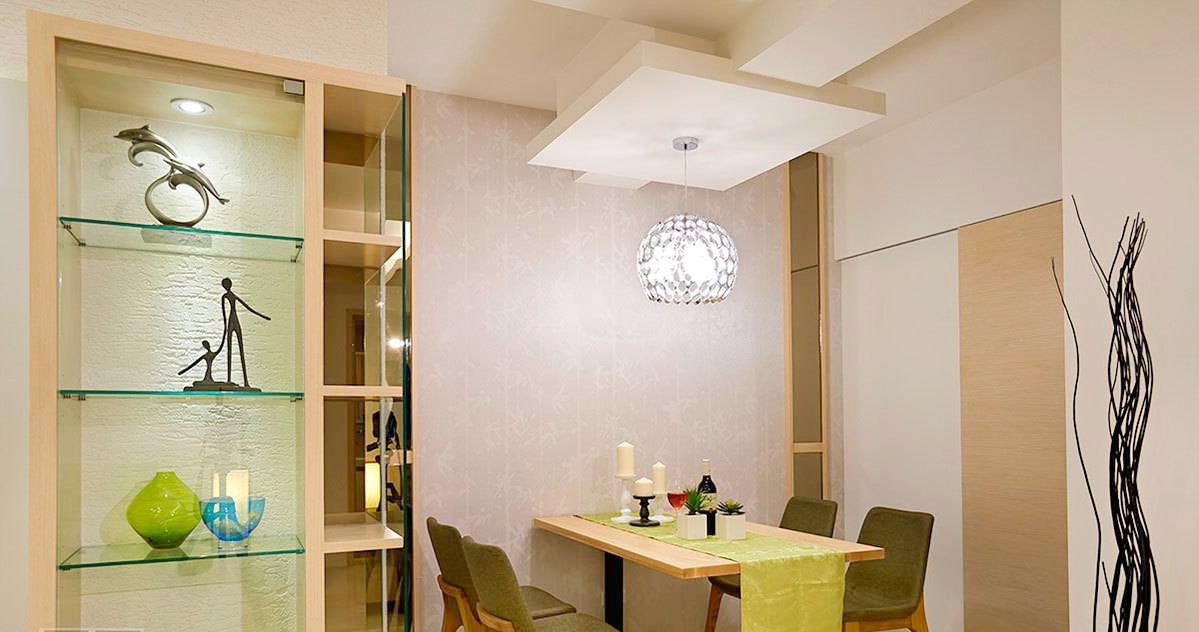 9 以米黄墙面增加视觉暖度,书桌配合隐藏式的拉镜巧思,弹性变化出