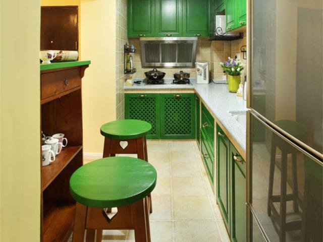 狭长的空间,开放式的设计可以让厨房更明亮、开阔。