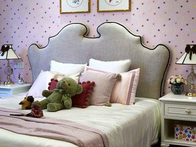 儿童房采用粉色,家具选择也更加可爱。
