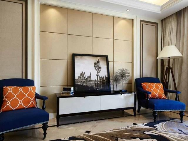 相对简单的电视墙,椅子艳丽的颜色很抢眼。