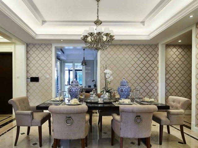 青花瓷让餐厅多了些中国元素,整体上还是相对淡雅。