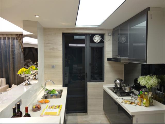不锈钢的表面便于日常清洁,也增加了现代的气息。