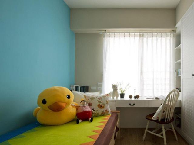 榻榻米和连体柜可以放置主人家小女儿所有的漂亮衣服和玩具,女孩子的小秘密也不少。