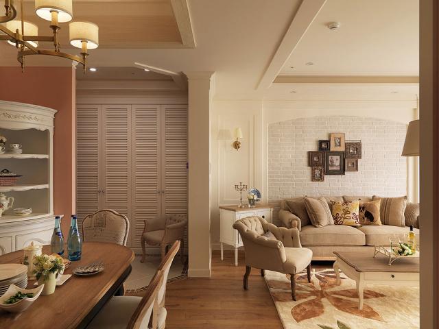拉长墙面与增设造型端景墙,满足屋主对风水的要求与期待。