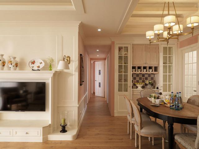 餐厅与客厅呈开放格局,空间过渡自然。