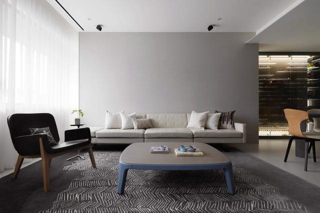 干净的背景墙显得客厅面积宽敞,灰色具有时尚感。