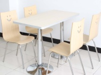 食堂餐桌图片